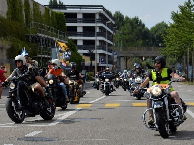 Biker-Parade durch Basel.