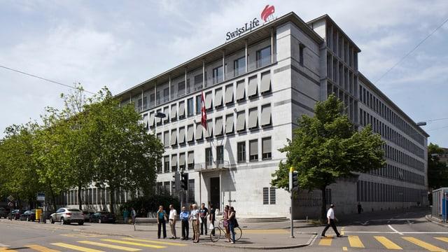 Blick auf den Hauptsitz von Swiss Life in Zürich.