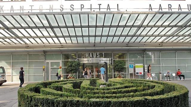 Eingang zum Haus 1 des Kantonsspitals Aarau