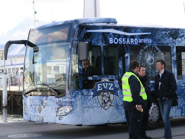 """Ein EVZ-Bus mit der Aufschrift """"Bahnersatz SBB""""."""