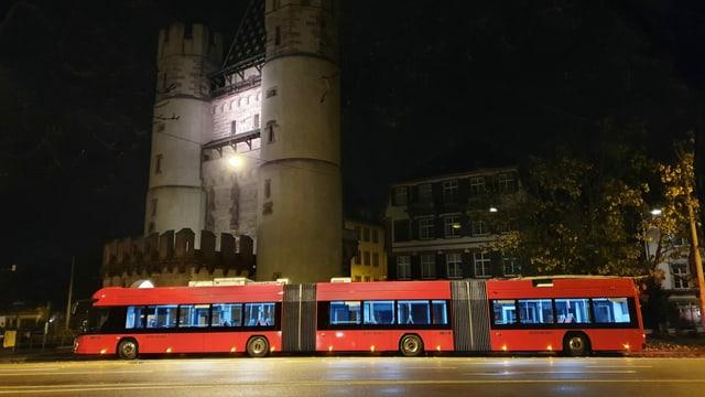 Der Testbus vor dem Spalentor.