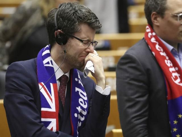 Abgeordnete konnten ihre Tränen nicht verbergen.