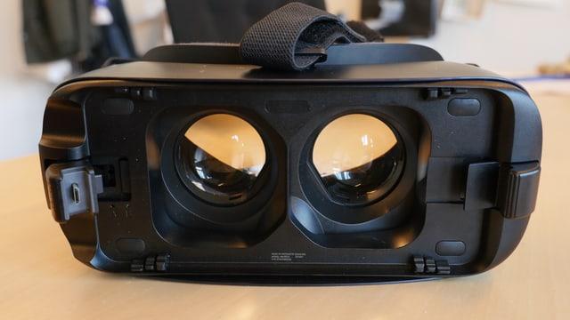 Die Samsung Gear VR ein schwarzer Kasten mit zwei Linsen.