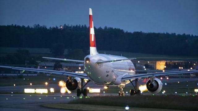 Flugzeug auf Startpiste.