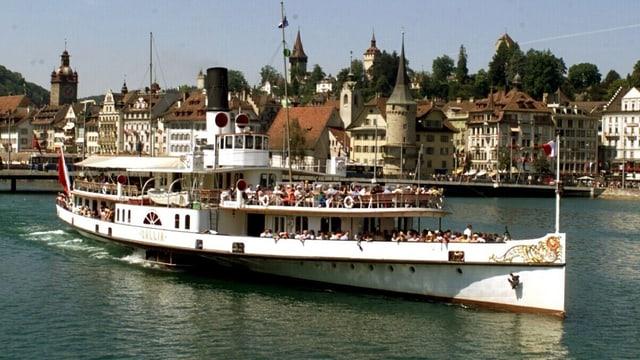 Dampfschiff vor Luzern