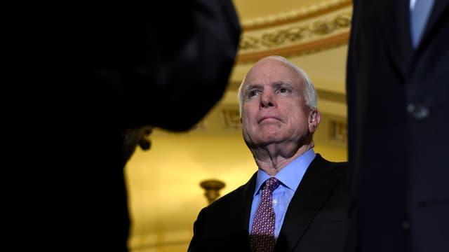 senatur american John McCain