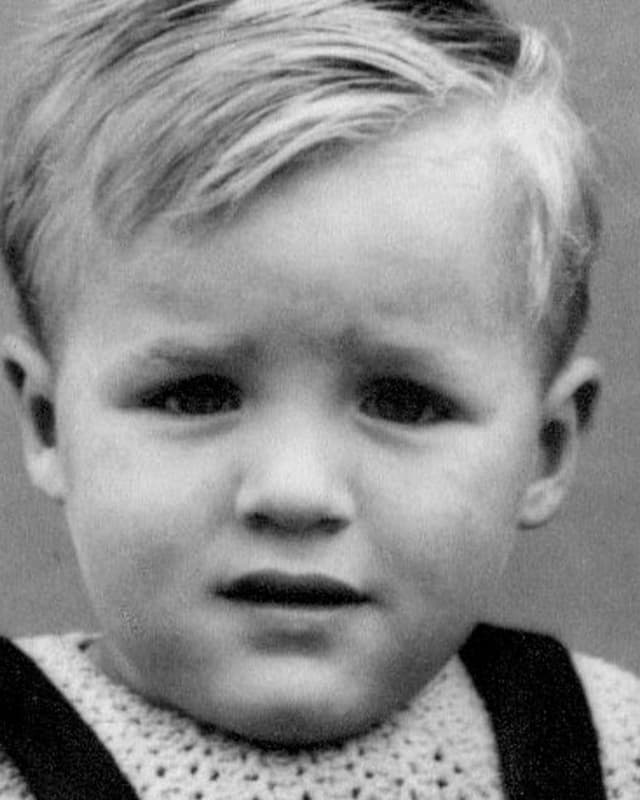 Kleiner Junge ca. fünf Jahre alt.