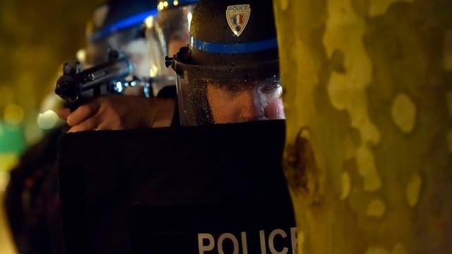 polizists da la Frantscha durant in exercizi