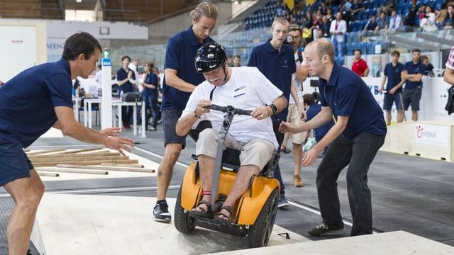 Mensch auf einem Rollstuhl-Parcours