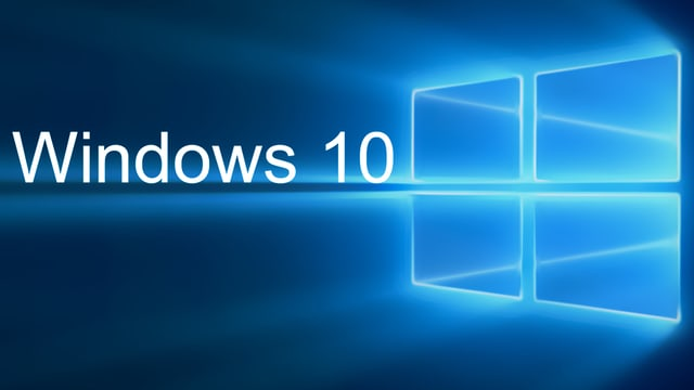 Das Bild zeigt das Windows 10-Logo, ein symbolisiertes Fenster aufgeteilt in vier Unter-Fenster, angestrahlt.
