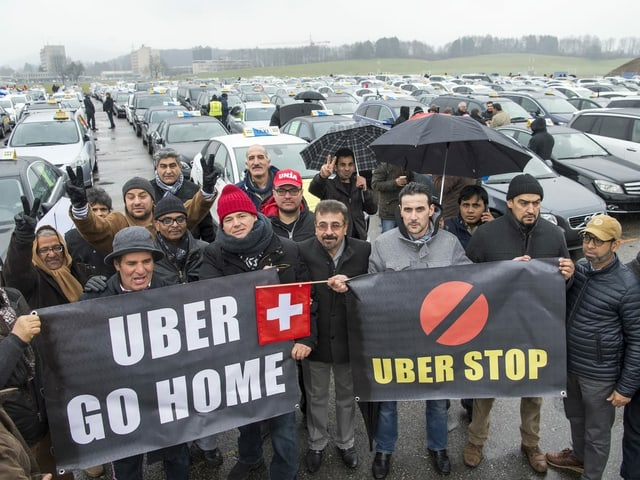 Taxifahrer protestieren in Bern.