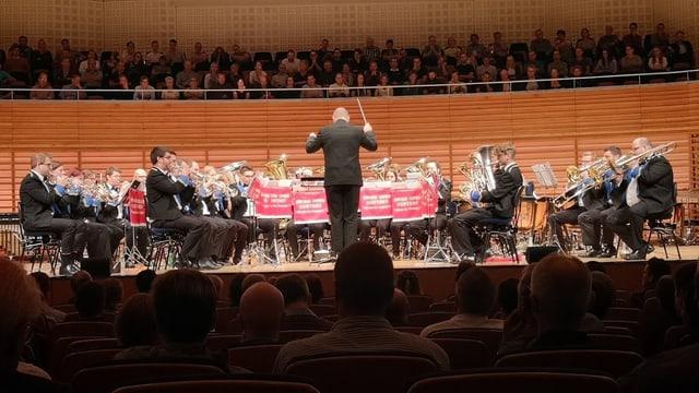 L Brass Band Berner Oberland en il KKL.