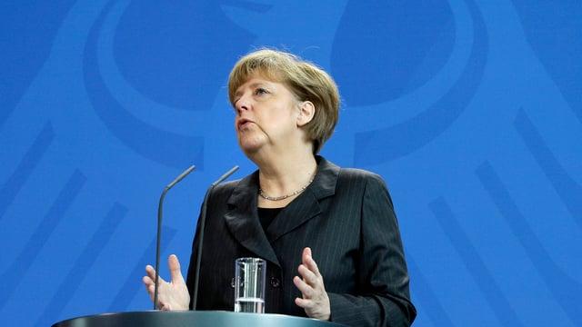 Kanzerlin Merkel bei einer Rede im Kanzeramt am 6. Februar, im Rücken der Bundesadler