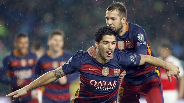 Luis Suarez celebrescha ses gol.