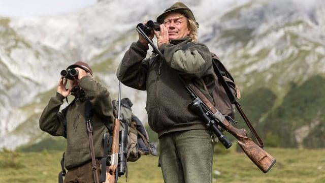 Zwei Jäger auf der Pirsch.