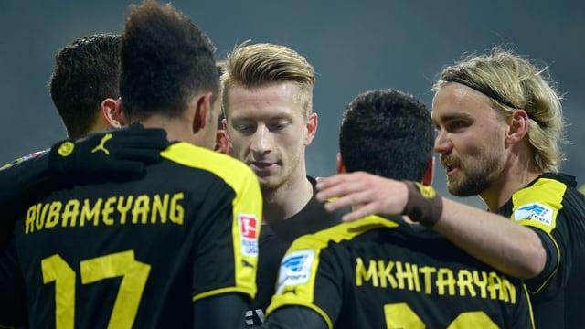Pierre-Emerick Aubameyang (Nr. 17) erzielte beide Dortmunder Tore.