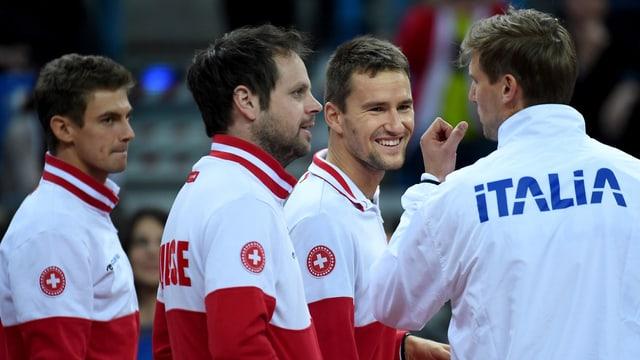 lachende Tennisspieler