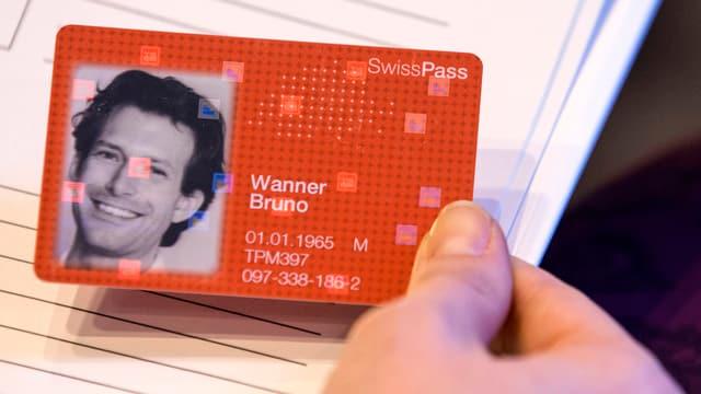 In muster da la nova carta per il traffic public «SwissPass».