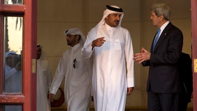 John Kerry im Gespräch mit Tamim bin Hamad Al Thani.