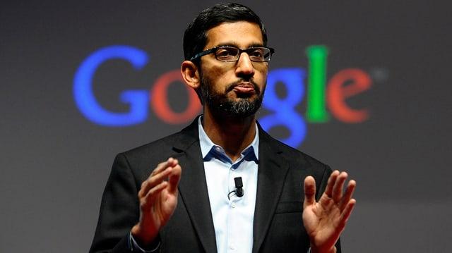 Der neue Google-Chef Sundar Pinchai spricht bei einer Präsentation auf der Bühne