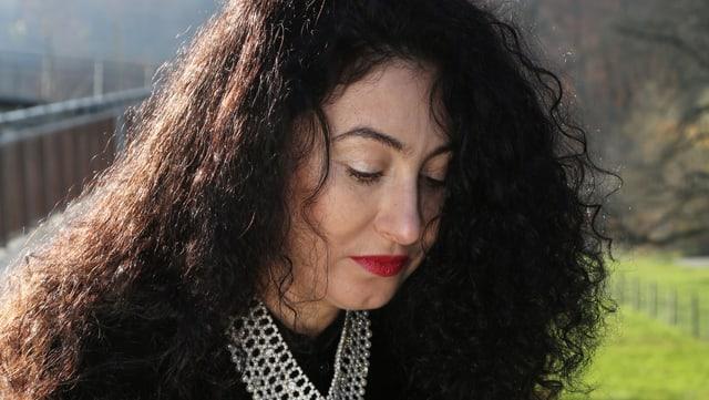 Porträt von Güzin Kar