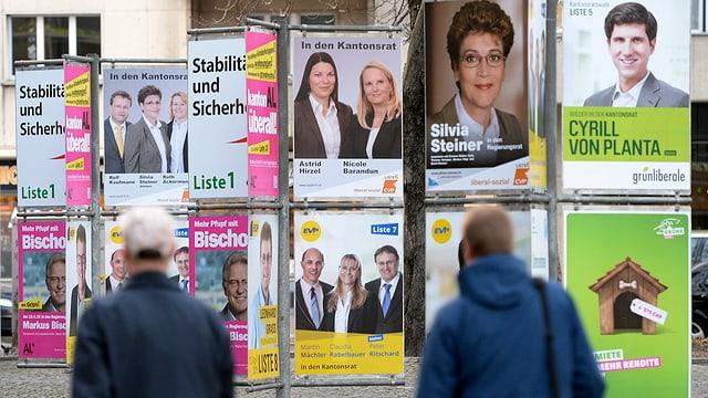divers placats per il cumbat electoral