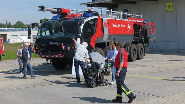 Ein Löschfahrzeug des Flugplatzes Emmen.