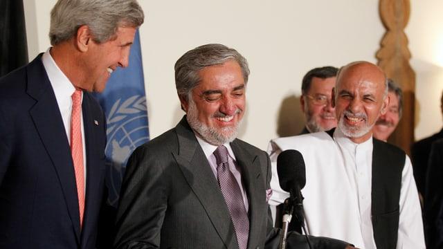 Kerry, Abdullah und Ghani an einem Stehpult (von links nach rechts)