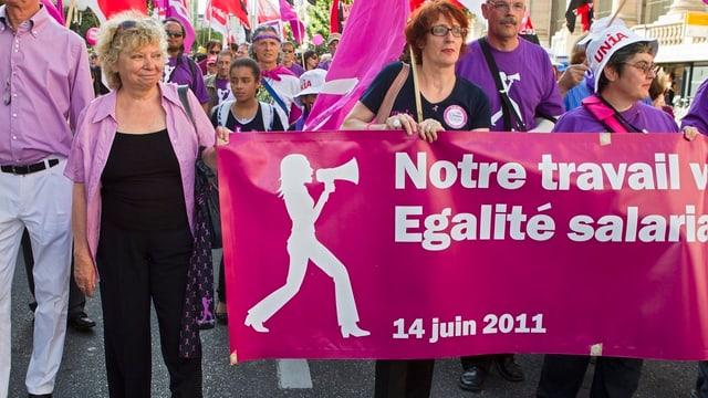 Zu sehen ist ein Frauenstreik.