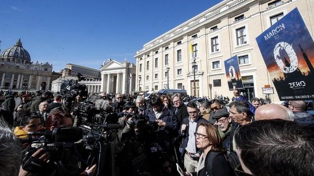 Opfer nach nach der Ansprache von Papst Franziskus.