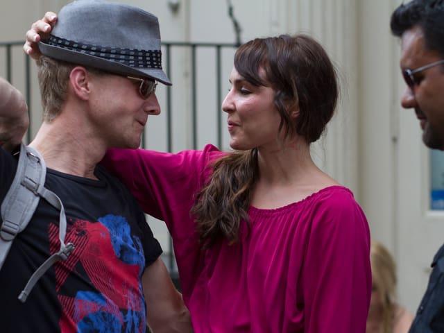 Der dänische Regisseur Niels Arden Oplev und die schwedische Schauspielerin Noomi Rapace auf dem Filmset.