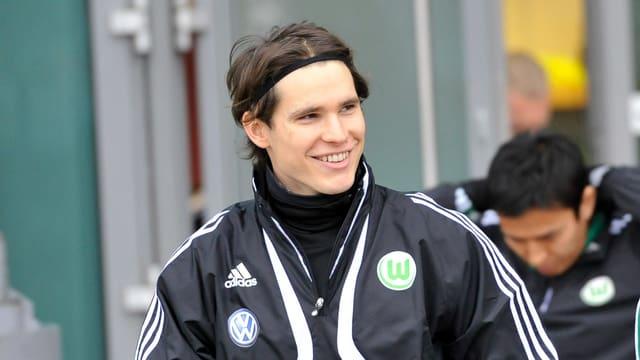 Marwin Hitz bleibt der Bundesliga treu.