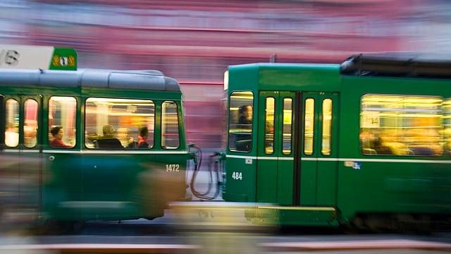 Blick auf ein fahrendes Tram
