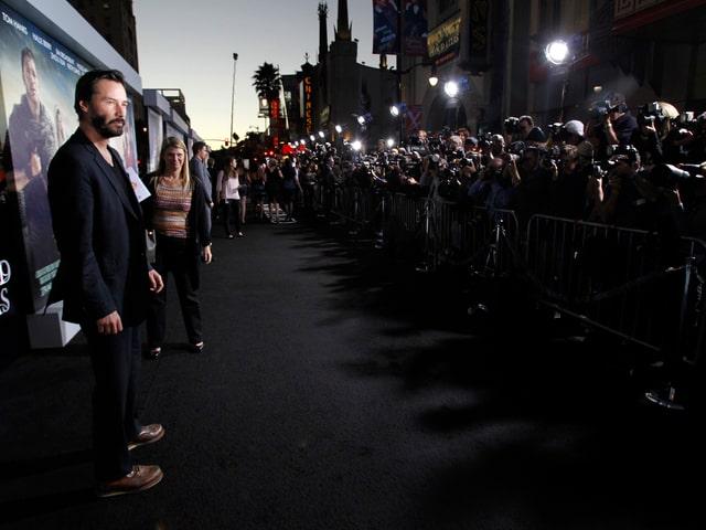 Keanu Reeves posiert für die Fotografenmeute an der Filmpremiere von «Cloud Atlas» im Oktober 2012.