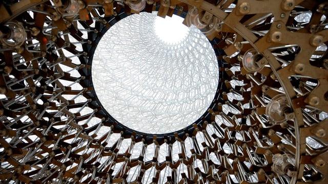 Die Decke des britischen Pavillons. Sie sieht aus wie eine Bienenwabe.