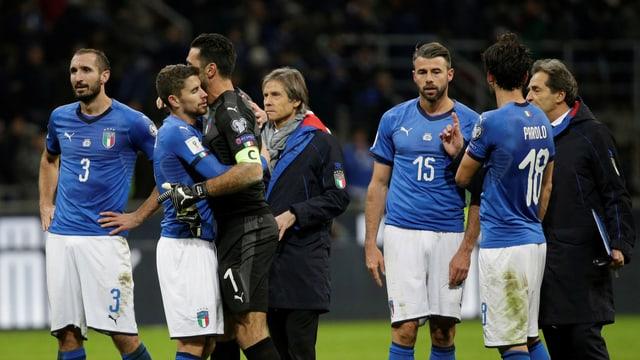 Niedergeschmetterte Italiener nach dem Scheitern gegen Schweden.