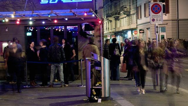 Nächtliche Strassenszene an der Züricher Langstrasse