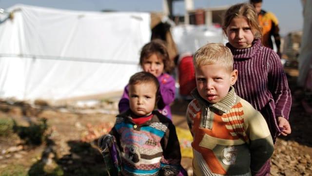 Syrische Flüchtlingskinder in einem Flüchtlingslager.