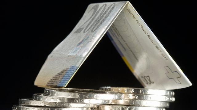 Geldnote auf Münzen.