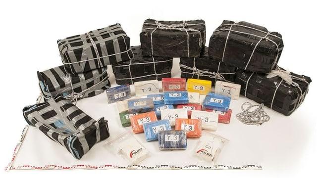 Kokain, das in verschiedene Pakete abgepackt ist.