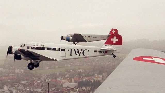 Dus aviuns da la JU-Air en l'aria.