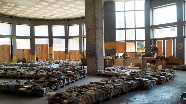 Lagerhalle mit Büchern