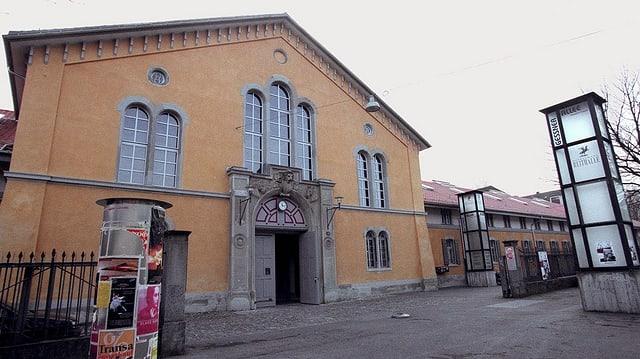 Der Eingang des Theaterhauses Gessnerallee.