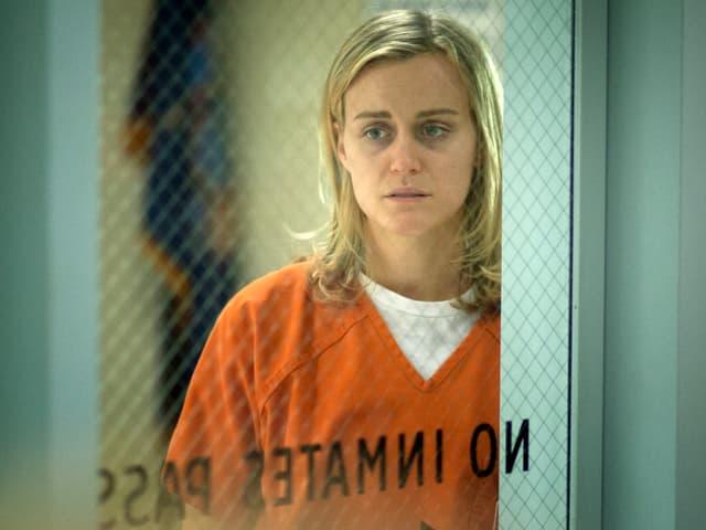 Hauptfigur Piper Chapman sitzt im Gefängnis, weil sie für ihre College-Geliebte einen Koffer mit Drogengeldern transportiert hatte.