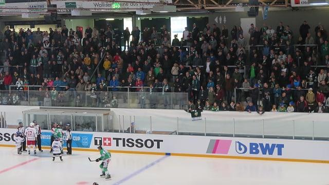 Hockey-Fans auf Tribüne