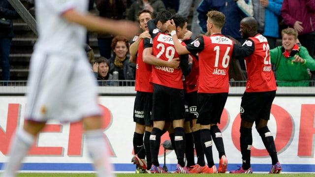 Giugaders dad Aarau celebreschan l'1:0.