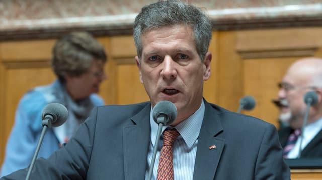 SVP-Nationalrat Thomas de Courten am Rednerpult
