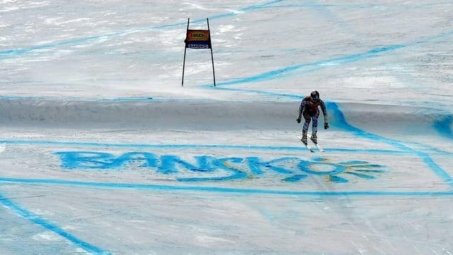 Pista da cursa da skis cun scrit en la naiv Bansko.