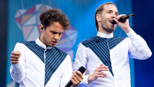 Lo & Leduc chantan al Open Air Lumnezia 2017.