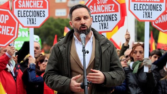 Der Leader der spanischen Vox, Santiago Abascal, bei einer Ansprache